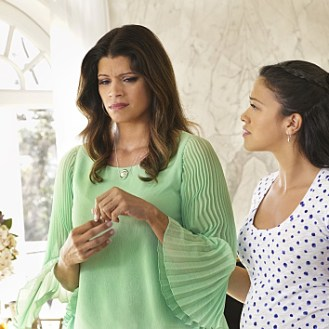 VIDEO and PHOTOS: Preview Tonight's 'Jane The Virgin' Season 1, Episode 18