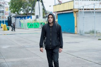 "MR. ROBOT -- ""hellofriend.mov"" Episode 101 -- Pictured: Rami Malek as Elliot -- (Photo by: David Giesbrecht/USA Network)"