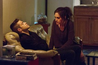 """MR. ROBOT -- """"m1rr0r1ng.qt"""" Episode 109 -- Pictured: (l-r) Rami Malek as Elliot Alderson, Carly Chaikin as Darlene -- (Photo by: Christopher Saunders/USA Network)"""