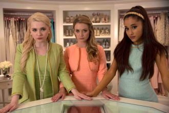 """SCREAM QUEENS: Pictured L-R: Abigail Breslin as Chanel #5, Billie Lourd as Chanel #3 and guest star Ariana Grande as Chanel #2 in """"Pilot,"""" the first part of the special, two-hour series premiere of SCREAM QUEENS airing Tuesday, Sept. 22 (8:00-10:00 PM ET/PT) on FOX. ©2015 Fox Broadcasting Co. Cr: Steve Dietl/FOX."""