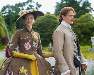 New 'Outlander' Art Shows Jamie & Claire Deep in Parisian Intrigue
