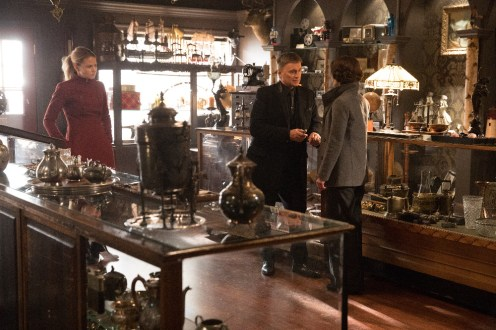 "PREVIEW: 'Once Upon a Time' Season 6, Episode 19 ""Black Fairy"""