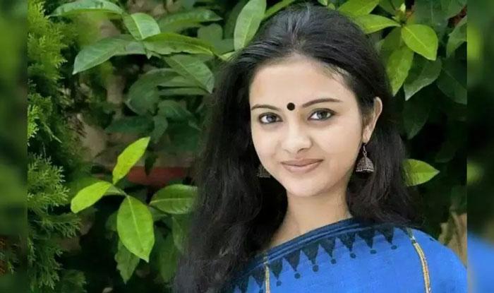 নববর্ষে প্রেমিকের শাড়ি পরার মজাই আলাদা : Solanki Roy - West Bengal News 24