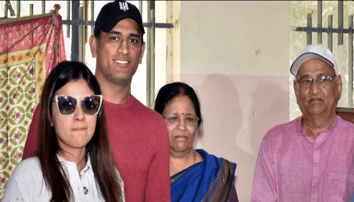 আইপিএলের মাঝেই করোনার হানা ধোনির পরিবারে - West Bengal News 24