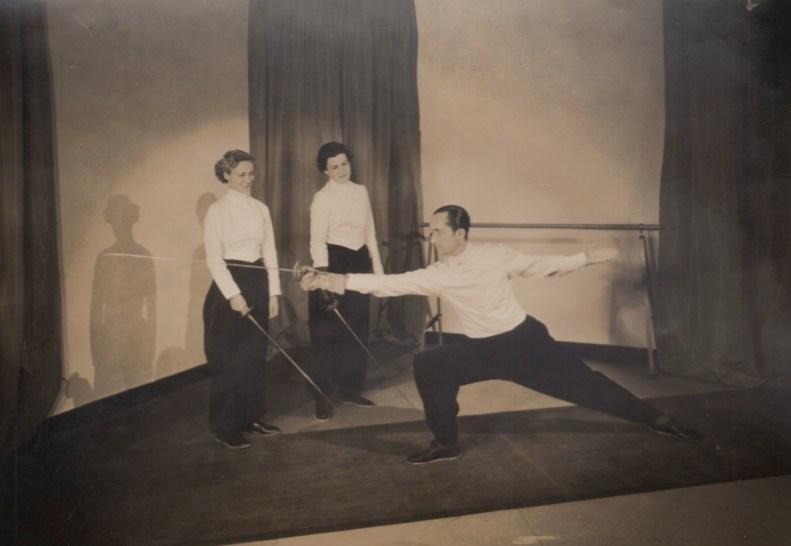 1939 Aldo Nadi and Modeling Students