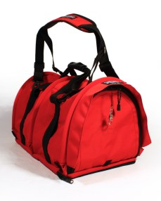 Sturdi Products have practical travel bags in a variety of sizes and models. The Large bag is accepted by airlines and can be used for in-cabin flights. It is large enough for a cat 8-9 kg to travel for instance to the vet.