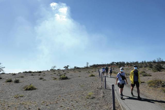 Thousands flock to HVNP to see eruption