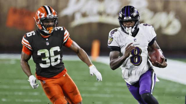 Jackson returns to save Ravens with 47-42 win over Browns