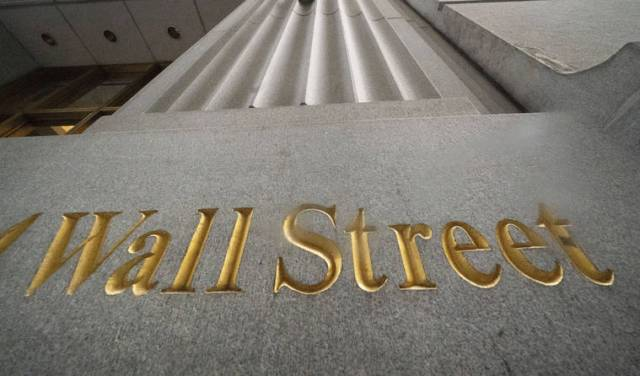 Stocks end a wobbly day mixed; S&P 500 posts a weekly loss