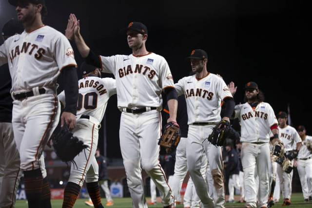 Crawford's 3-run HR propels Giants past Cubs 7-2