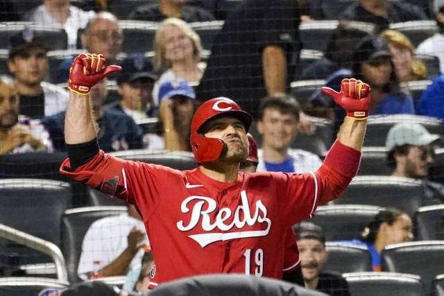 MLB capsules: Joey Votto homers for seventh straight game, one shy of MLB record