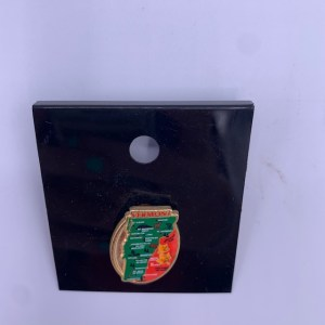 Vermont State with Leaves Pin