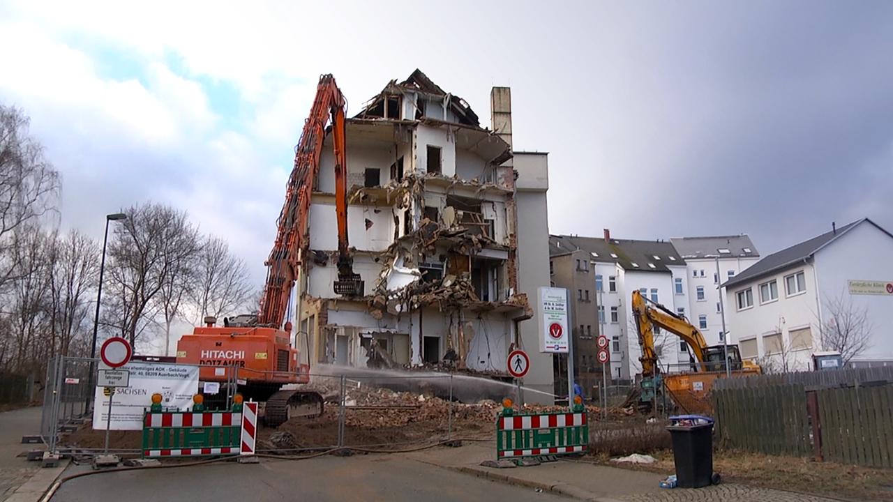 alte auerbacher poliklinik wird abgerissen tv westsachsen. Black Bedroom Furniture Sets. Home Design Ideas