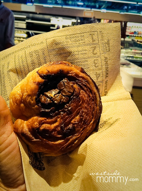 Wow, this was delicious. I tried a chocolate-filled Kouignette.