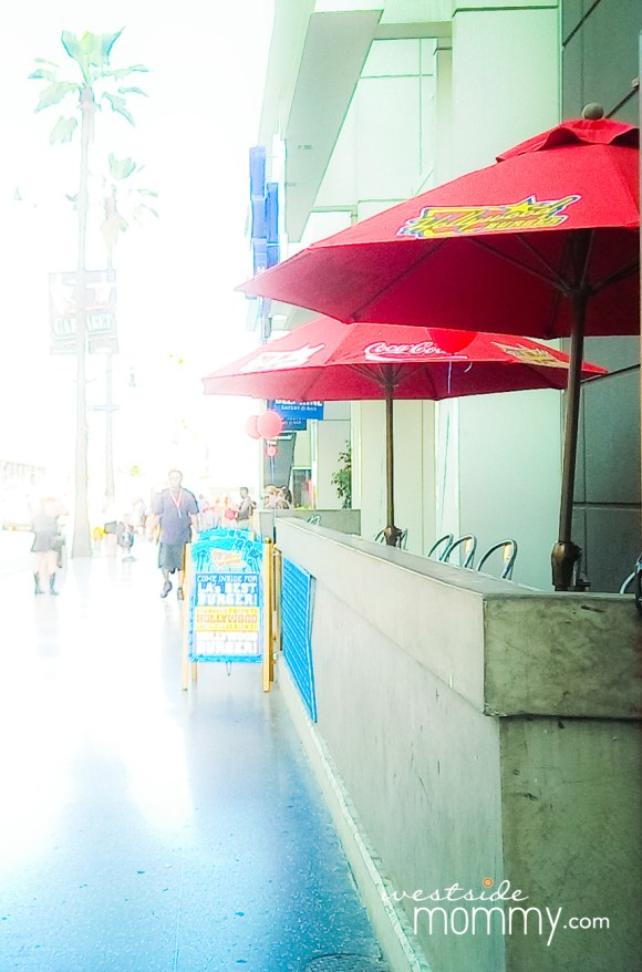 HollywoodBurger_Street