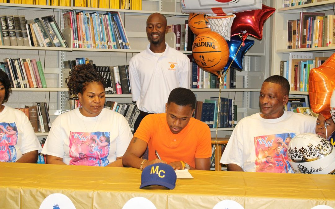 Senior Quay Robinson signs with Mendocino College