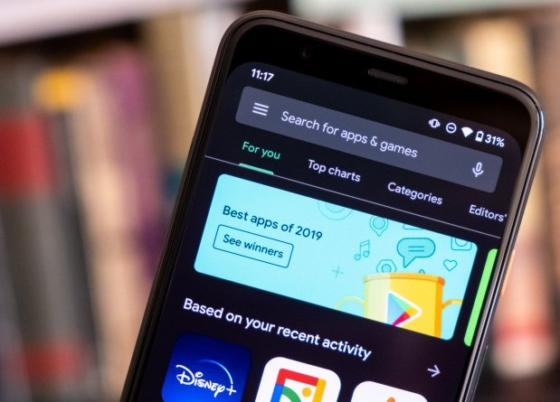 Google adds dark theme toggle to the Play Store