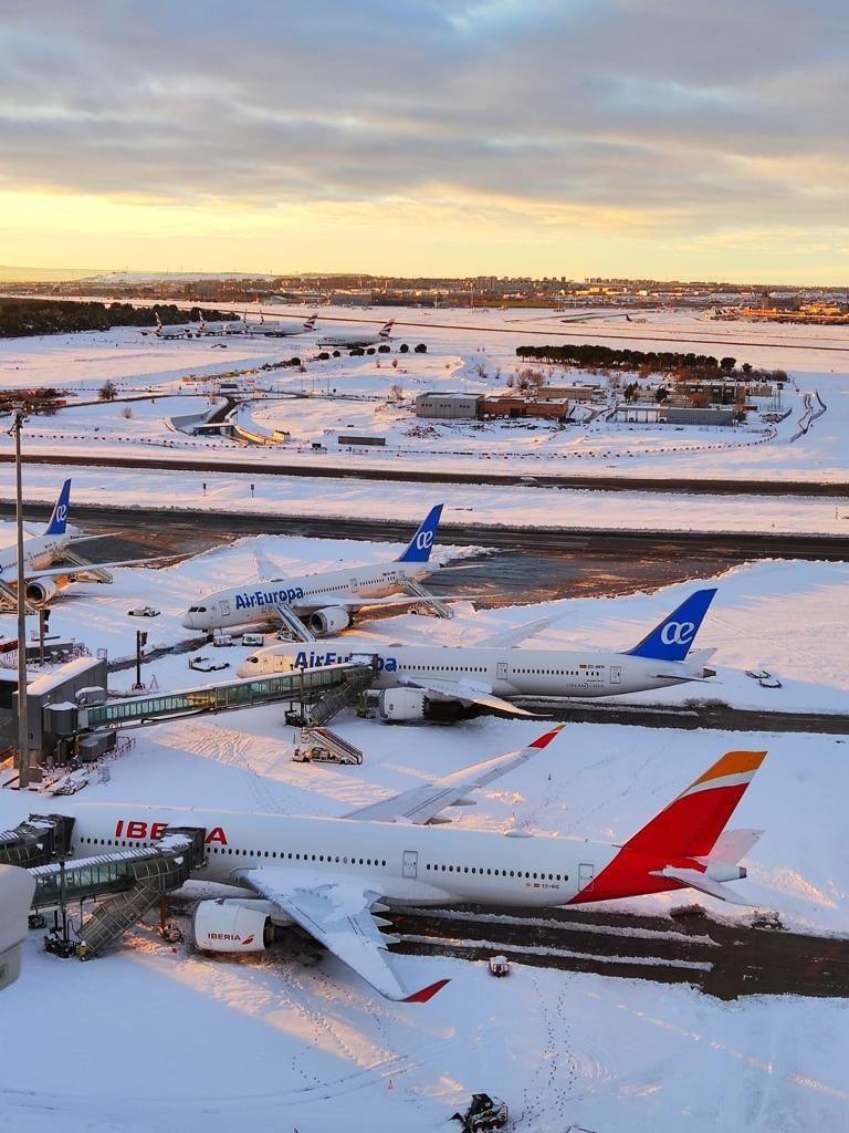 Le operazioni all'aeroporto Adolfo Suarez Madrid-Barajas, sono riprese gradualmente dal pomeriggio di ieri.