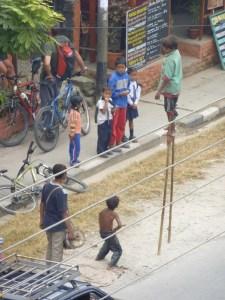 Der Fall Middelhoff erregt international Aufsehen. Mittlerweile spielen sogar die Kinder in Nepal nach, wie die Justiz den einstigen Topmanager coram publico anpinkelt. Und ihm dann die Stelzen wegtritt. Foto: Nissen