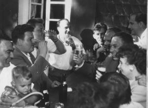 Dass wir eine taffe Generation sind, kommt nicht von ungefähr. Die Eltern schleppten uns schon anno 1962 auf Hardcore-Wäldchestage mit. Ein Entkommen war nicht möglich.