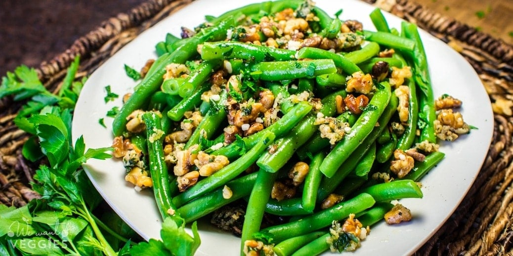 Garlicky Green Beans With Walnuts