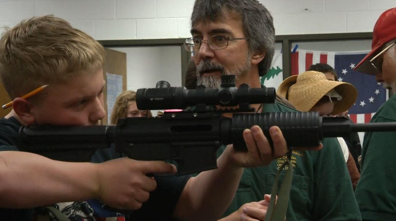 gun in classroom_121470