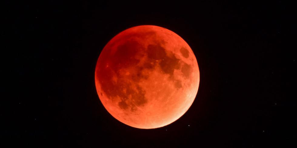 landscape-1514475109-super-blood-moon-maine_549082