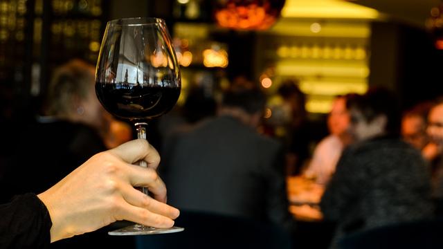 restaurant-person-single-drinking_1518642520422_342297_ver1-0_34201655_ver1-0_640_360_565630
