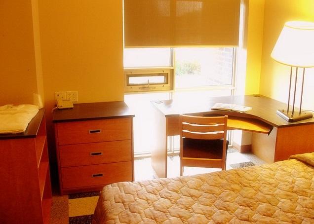 Dorm_room,_Alumni_Hall_(University_of_Windsor,_Ontario)_578473