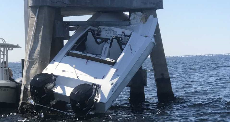 St  Pete man killed, woman injured after boat hits piling
