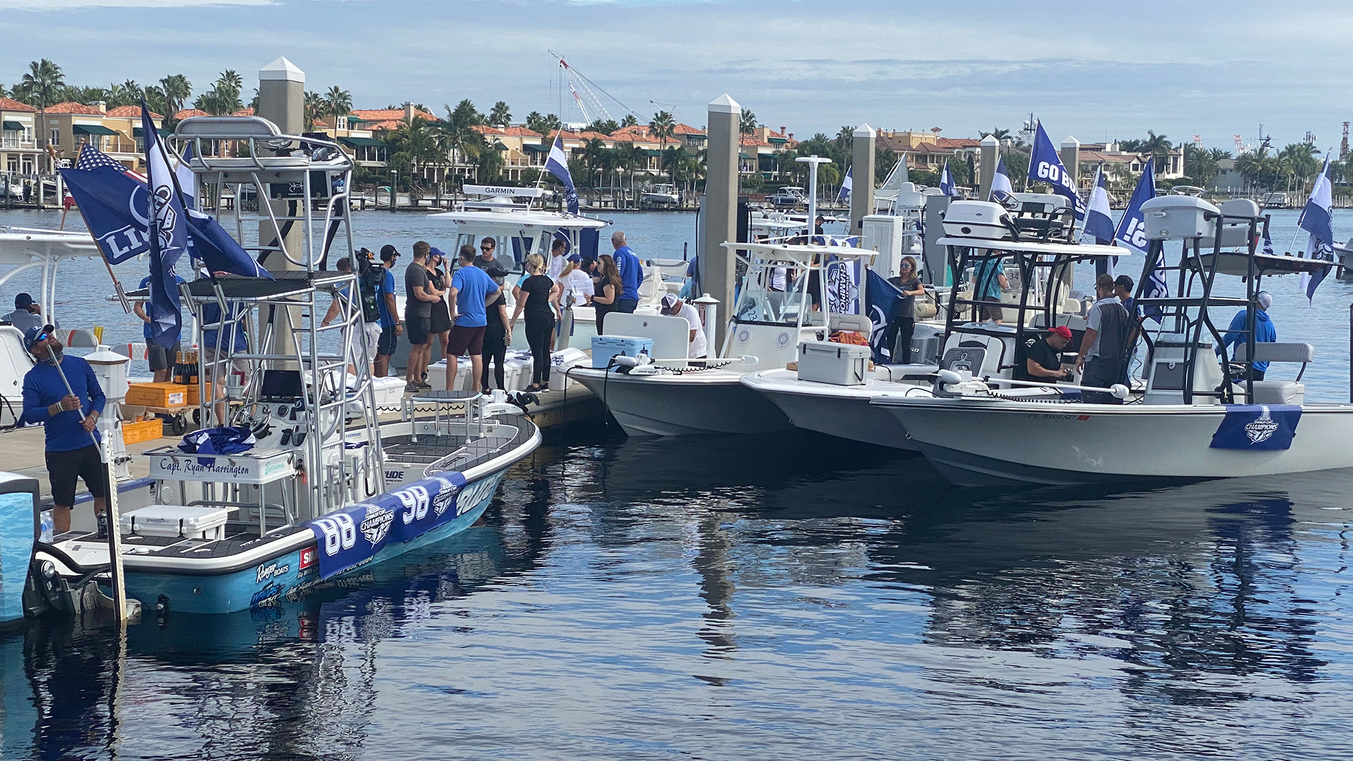 WATCH: Tampa celebrates Lightning's Stanley Cup win with boat