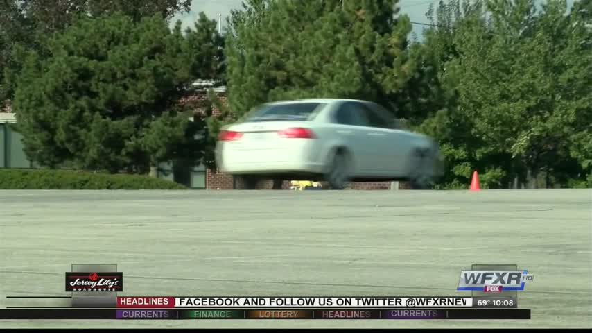 Teen drivers learn safe techniques_82900916-159532