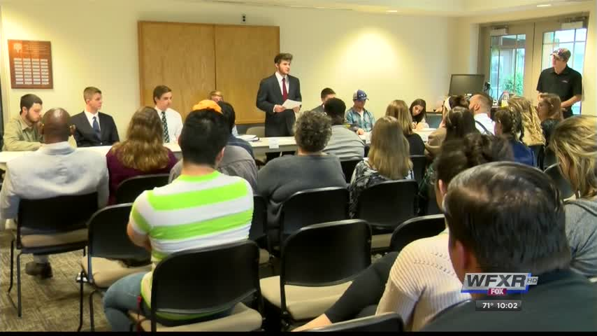Students hold mock candidates forum ahead of election_45563853-159532