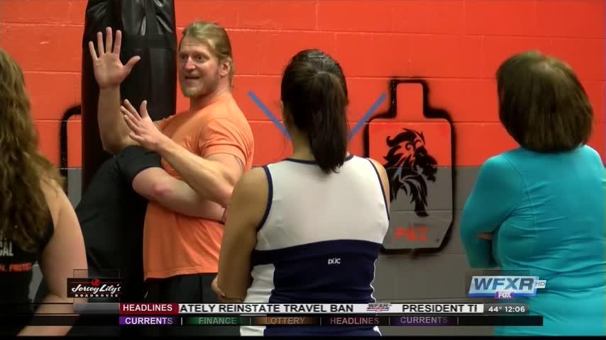 Women learn self defense following attempted assault_01879950
