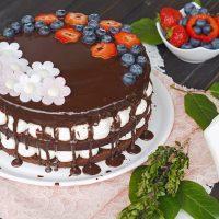 Schokoladen Naked Cake mit Mascarpone-Creme und Beeren