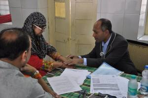 Dr. Shah also meets with patients in Ujjain, India. Photo courtesy: Binaytara Foundation.
