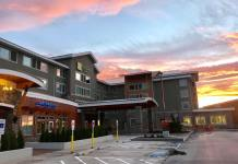 park and fly at Holiday Inn Hotel & Suites-Bellingham