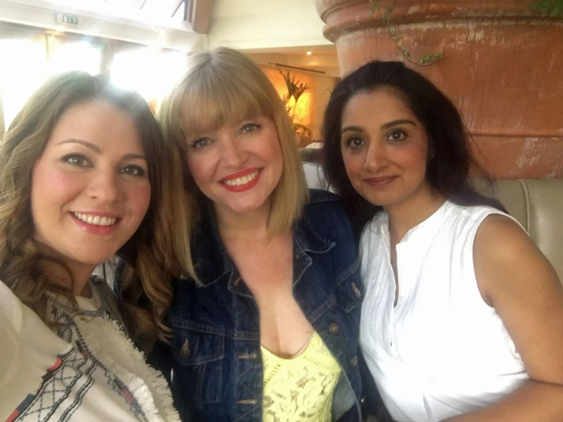 what-lizzy-loves-photo-shoot-bettys-harlow-carr-harrogate-bloggers-selfie