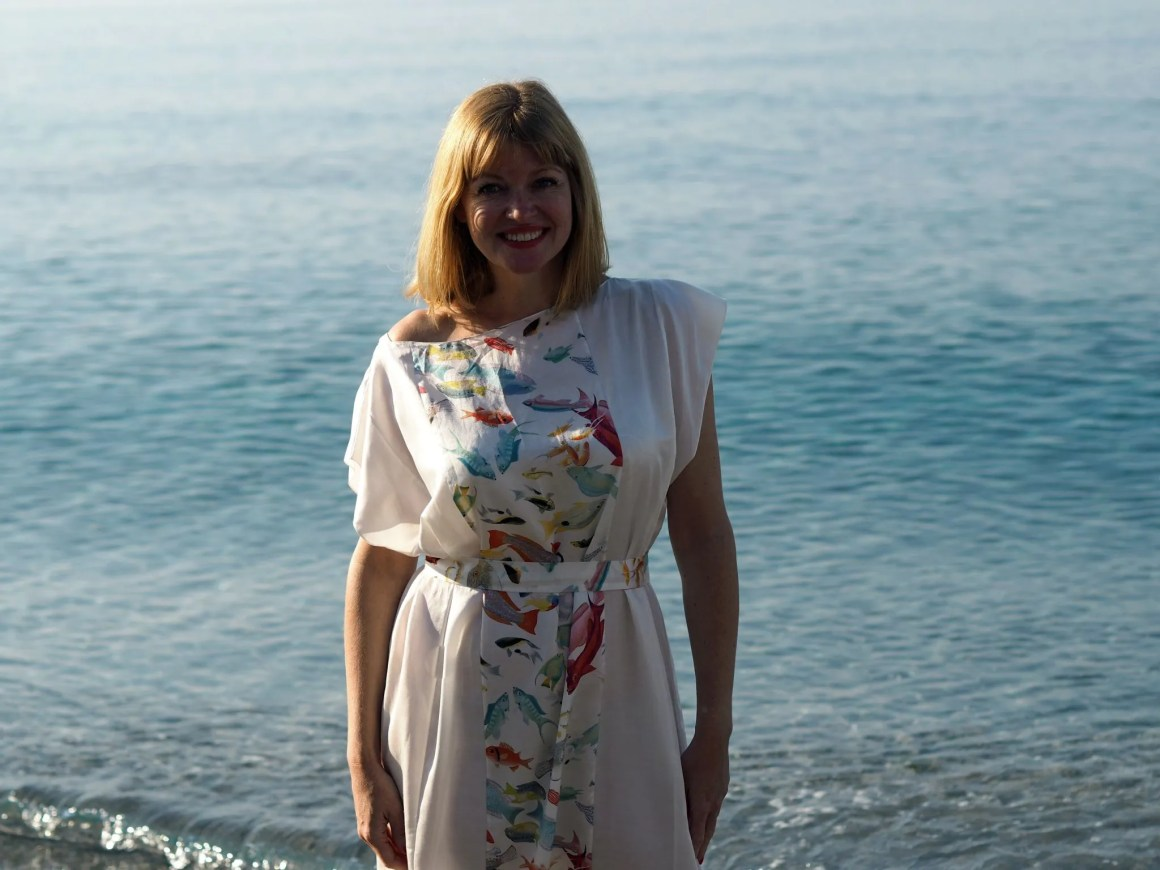 what-lizzy-loves-holiday-outfits-holidayoutfits-nerja-rose-fullbright-long-kaftan-caftan