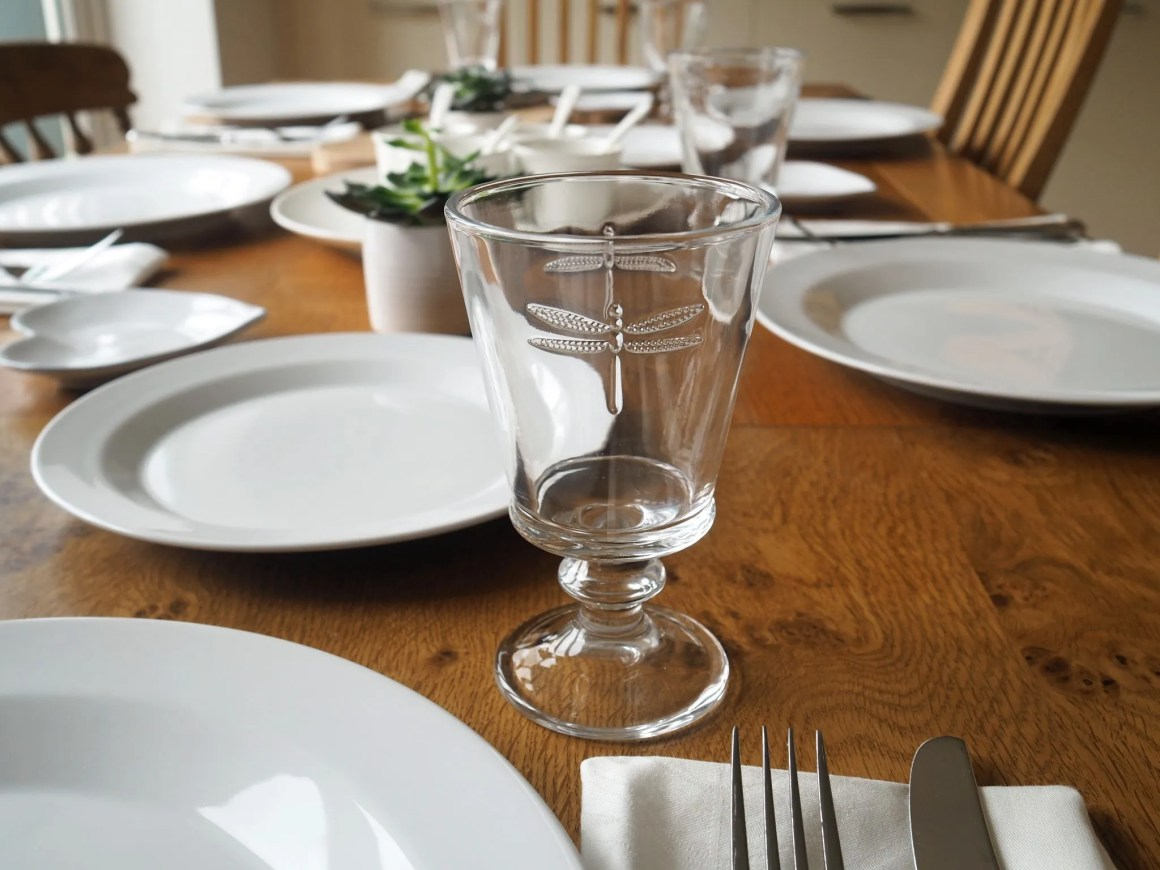 white-table-setting-dragonfly-goblet-water-wineglass