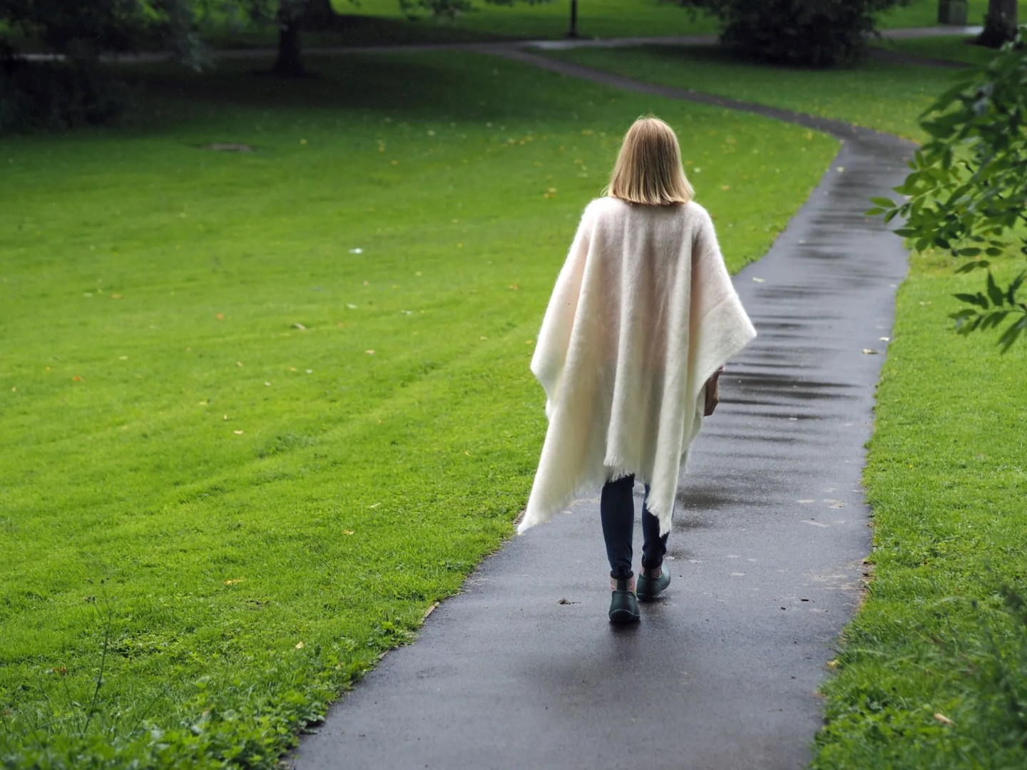 what-lizzy-loves-cream-mohair-serape-jeans-short-wellies-wellingtons-muck-boots-back-view