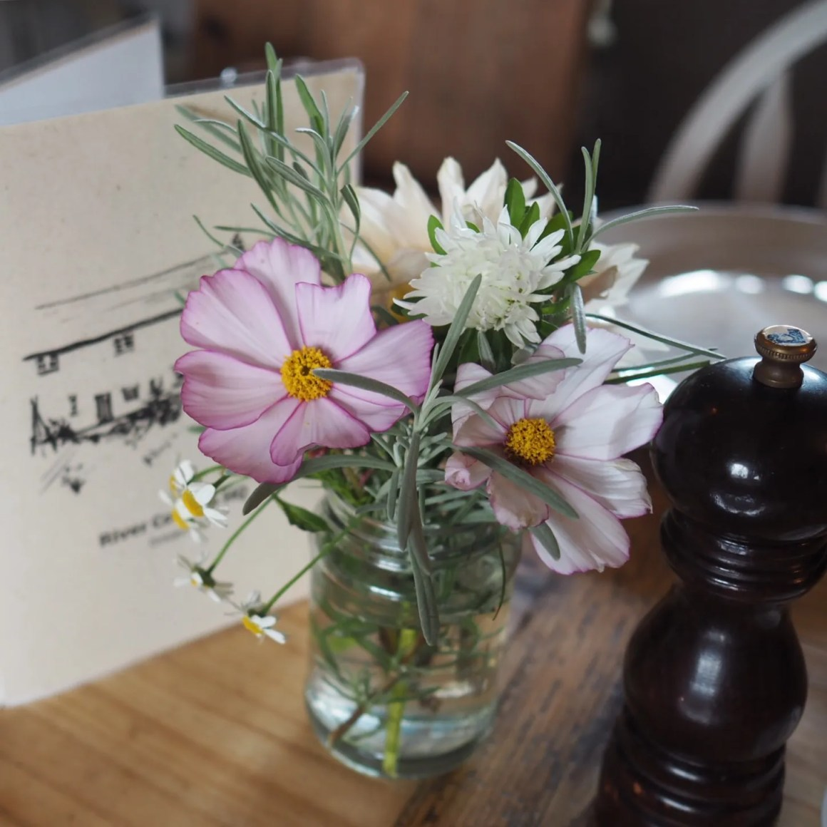 what-lizzy-loves-dining-room-river-cottage-flowers