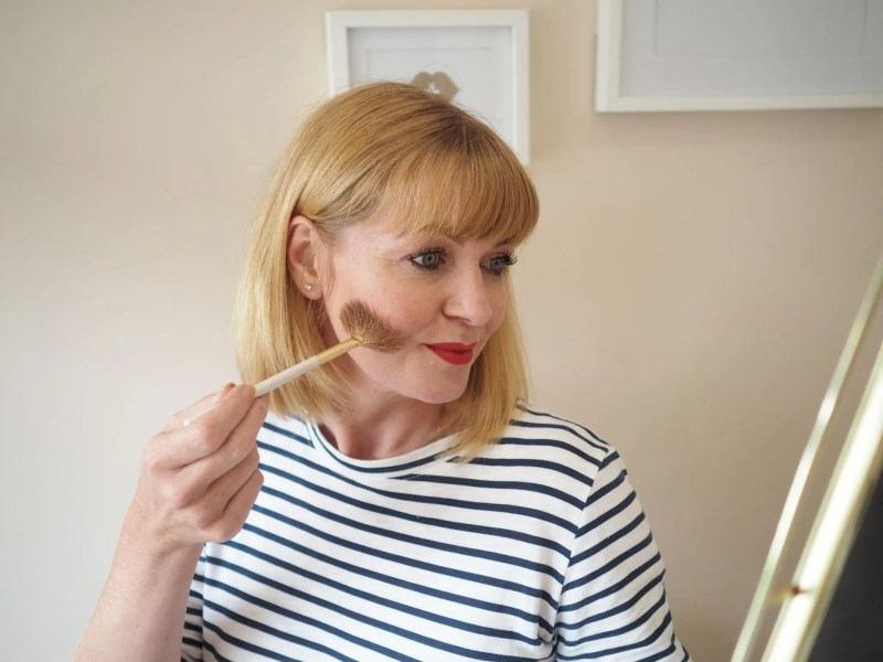 What Lizzy Loves makeup routine contour