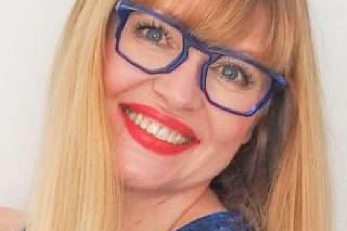 what-lizzy-loves-optometrist-eyeliner-makeup-tips-glasses