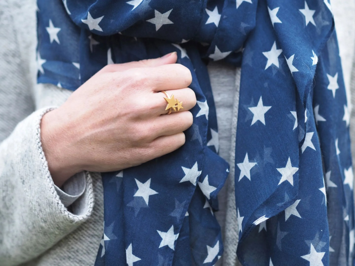 what lizzy loves autumn outfit grey coatigan star ring scarf