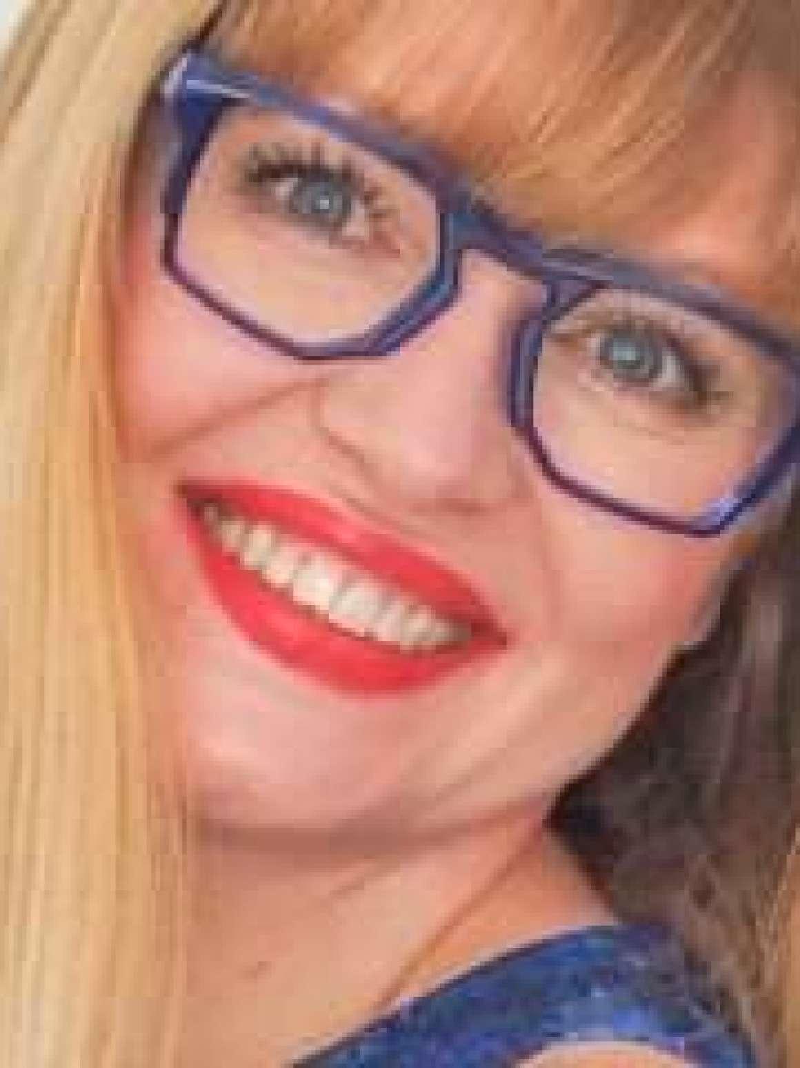 what-lizzy-loves-jennifer hamley-model-kt-laptop-work-bag-aubergine-leather