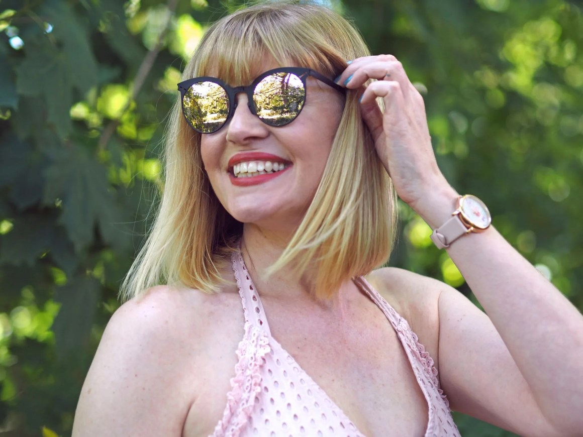 what lizzy loves roav sunglasses in the pink