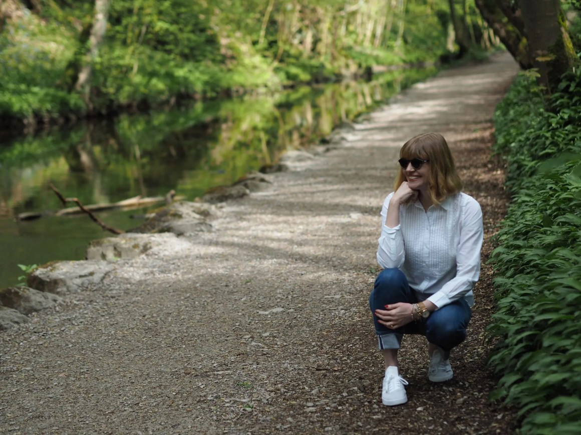 jeans and sneakers outfit for walk in Skipton Woods