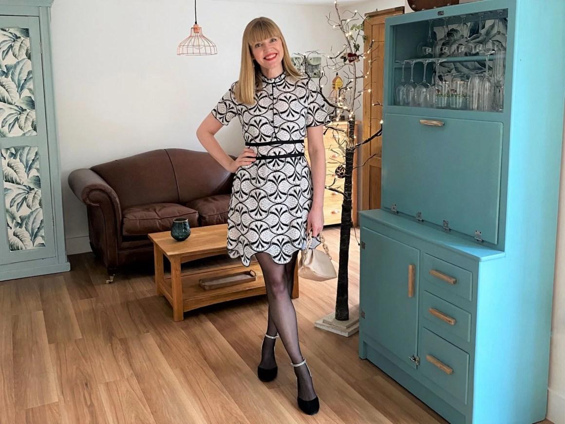 Lace scalloped hem shift dress