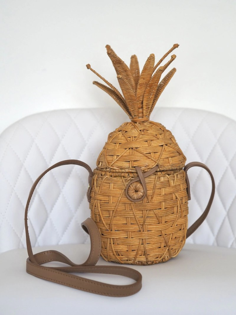Straw pineapple bag with leather strap